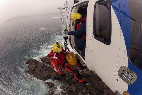 Pesca 2 helicopter crew members